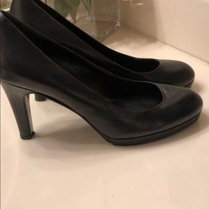 BANDOLINO Black Leather Pumps. sz 8.5.